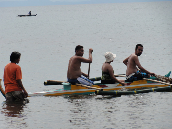 The Banogon clan getting geared up for an outing on the waters of La Libertad.