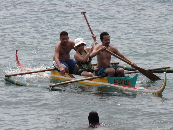 Banogon Family members work hard to keep their boat afloat.