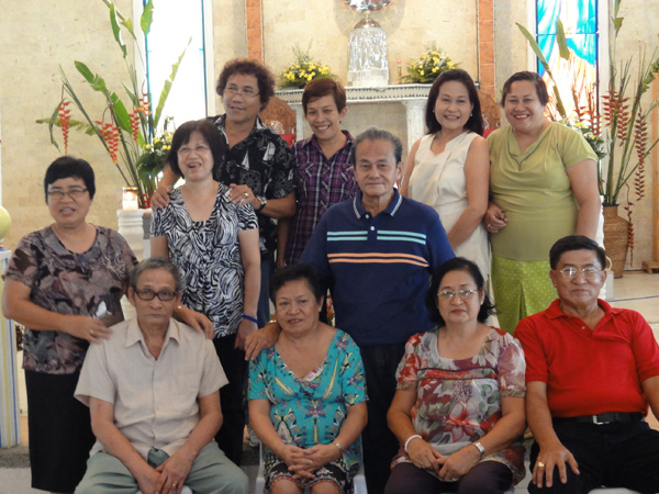 The Banogon siblings and their spouses enjoy the family reunion.