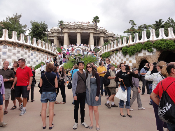 Meredith Lambert and Kevin Banogon take a picture at the entrance of Park Güell for their travel blog.