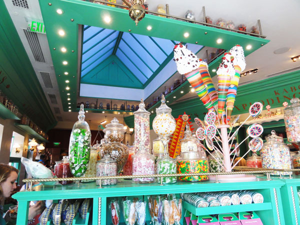 wizarding-world-harry-potter-honeydukes-merevin-02