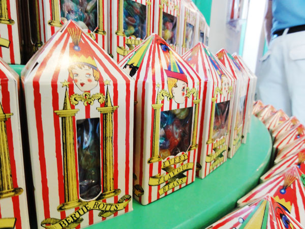 wizarding-world-harry-potter-honeydukes-merevin-04