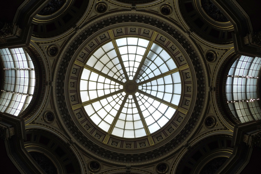 The ceiling of The National Galleries shows the beauty found within London Museums.