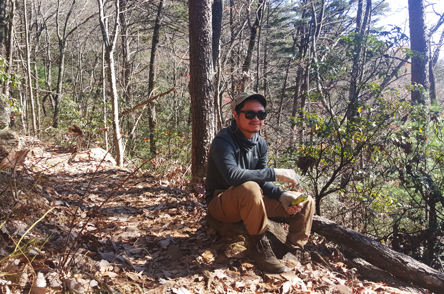Kevin Banogon takes a break to have a snack on the Appalachian Approach Trail to Springer Mountain.