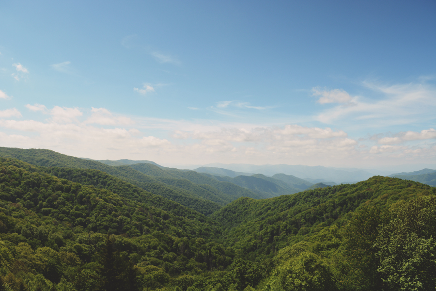 A peaceful view of the Smoky Mountains located at the state line between Tennessee and North Carolina.