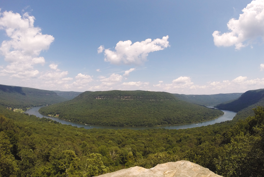 The view of the Tennessee River from Snooper's Rock in Chattanooga.